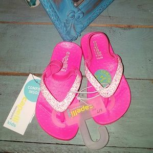 3/$20New 6/7 Capelli Neon Pink Sparkly Water Shoes
